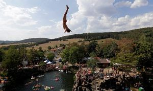 Compétion de cliff-diving en République tchèque (en images)