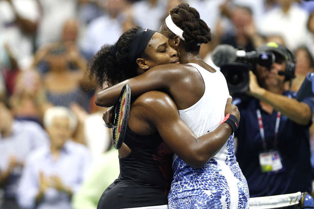 Serena Williams sans pitié continue sa route vers le Grand Chelem