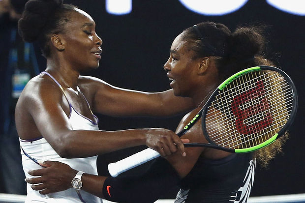 Serena Williams remporte l'Australian Open face à sa soeur Venus